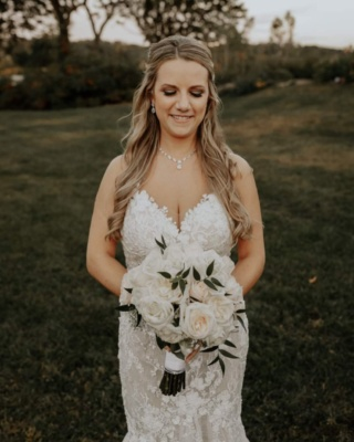 Here is something to brighten this gloomy day 🌼 #bride #bridalmakeup #bridalmakeupartist #plymouth #plymouthwedding #plymouthmua #wedding #weddingdress #weddingmua #weddingmakeup #mua  #freelancemua #freelancemakeupartist