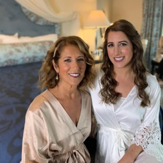My bride Amanda with her Mom Elaine 💕I've know both of them over 13 years and was so happy Amanda wanted me to do her wedding. Congratulations 🍾😊 . . . #wedding #weddingday #momanddaughter #bride #mob #mua #freelancemua #plymouth #plymouthwedding #ardellashes #airbrush #airbrushmakeup #maccosmetics #dreamteam #bookus  Hair by @ac.maneevent  @1620winery